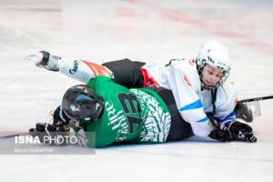اسکیت هاکی روی یخ زنان